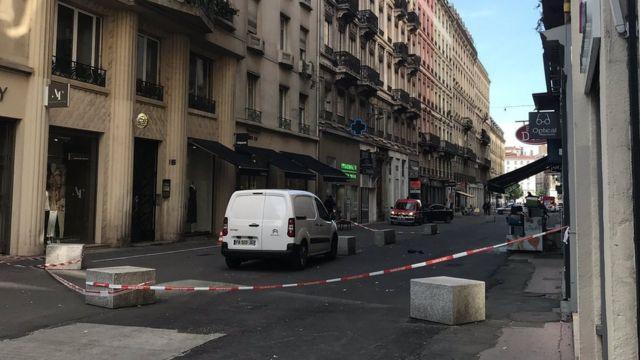 France Lyon: 'Parcel bomb' injures people