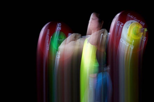 خواتین کے 48 گلوکرام کیٹیگری کے ویٹ لفٹنگ کے فائنل مقابلے میں ایلس سٹیفنسن۔