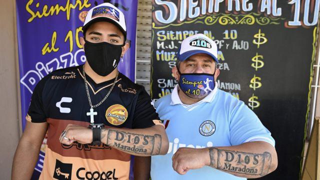 Devoti di Maradona tatuati
