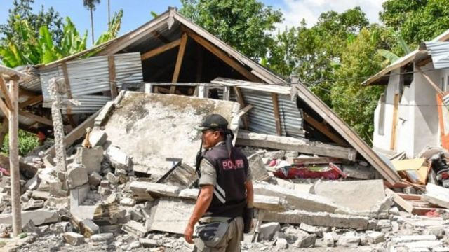 Gempa kuat yang mengguncang Lombok dan Bali pada Minggu (29/07) menewaskan setidaknya 14 orang dan ribuan rumah warga rusak.