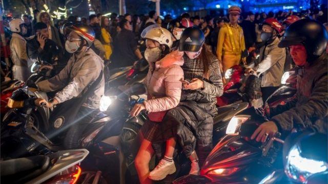 คนขี่มอเตอร์ไซค์ในดานัง, เวียดนาม (ม.ค. 2019)