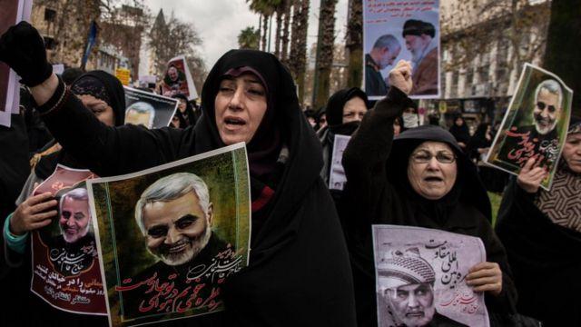 Hàng ngàn người Iran đổ xuống đường than khóc cái chết của Tướng Qasem Soleimani