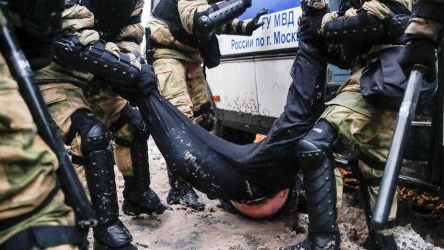 بازداشت یک معترض در مسکو
