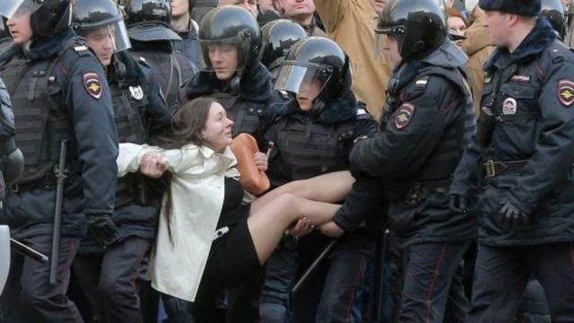 Це фото з Ольгою Лозіною оприлюднили багато світових ЗМІ