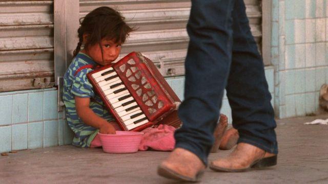 Niña en la calle, México