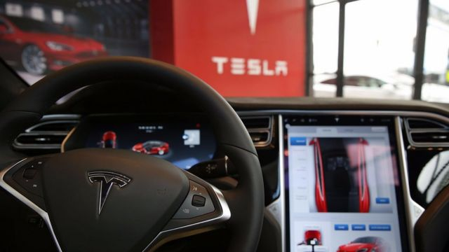 Tesla updates software after car hack