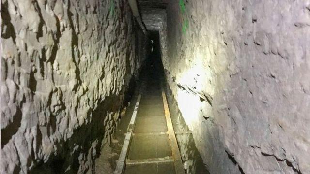 این تونل دارای یک ریل است