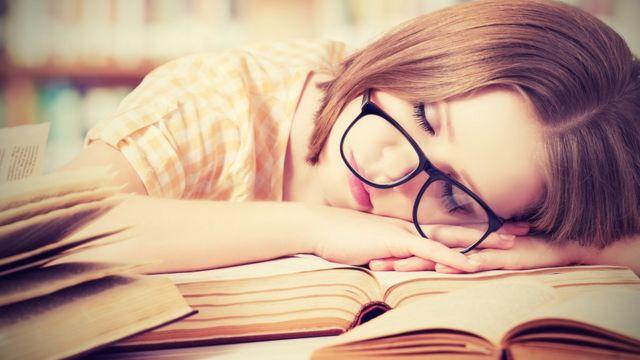 Especialistas recomiendan estudiar hasta dos horas por día y con descansos.
