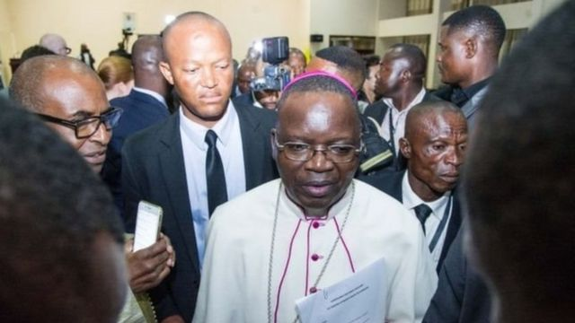 Ibiganiro byari bihagarariwe na Kiliziya gatolika (Musenyerei Marcel Utembi wambaye ikanzu).