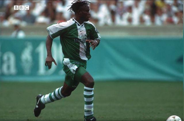 El defensa nigeriano ganó los Juegos Olímpicos de 1996 en Atlanta, EE. UU.