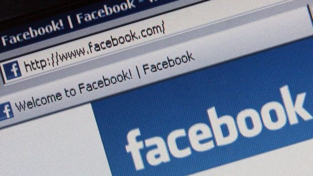 Facebook en barra de navegación.