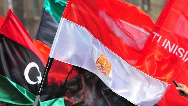 Bandeiras da Líbia, Egito e Tunísia no Cairo