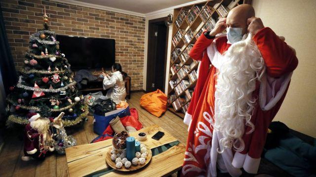 Актеры, работающие Дедом Морозом и Снегурочкой