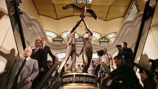 Diana and Dodi statue to leave Harrods