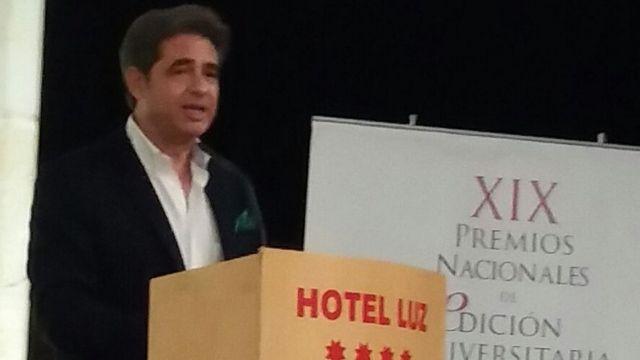 Juan Castilla Brazales durante su discurso de agradecimiento, pronunciado en Castellón el día en que recogió el premio nacional otorgado por la Unión de Editoriales Universitarias Españolas