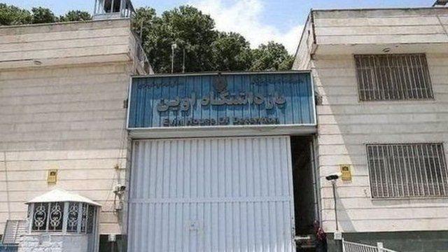 تخمین زده میشود دستکم ۶۴۲ نفر در رابطه با اتهامات سیاسی در ایران بازداشت و زندانی هستند