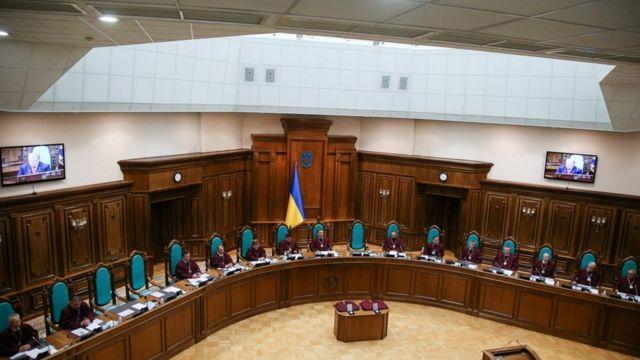 КС розпочав розгляд справи про конституційність указу президента про розпуск парламенту