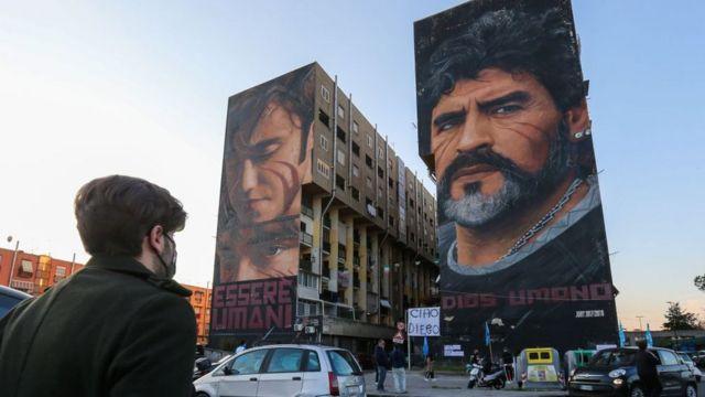 Mural de Maradona en Nápoles, Italia.