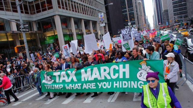 在紐約參加遊行的示威者。