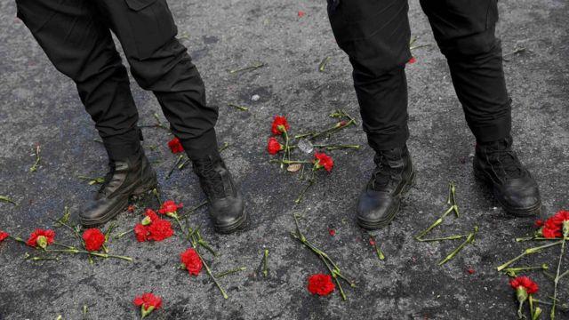 رجال امن اتراك في موقع هجوم اسطنبول