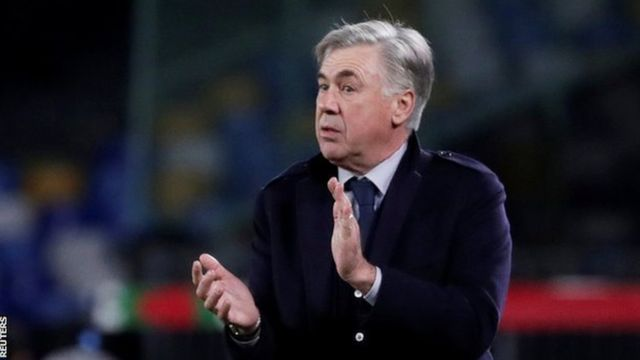 Carlo Ancelotti on di touchline managing Napoli