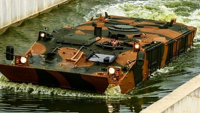 Um exemplar de um veículo blindado do Exército
