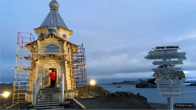 Une église russe en Antarctique, où se joue le changement climatique