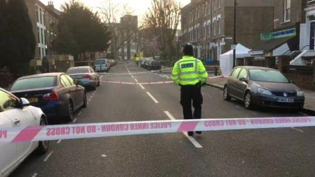 2月20日には、ロンドン・カムデン地区で2人の10代の若者が刃物で刺され死亡した