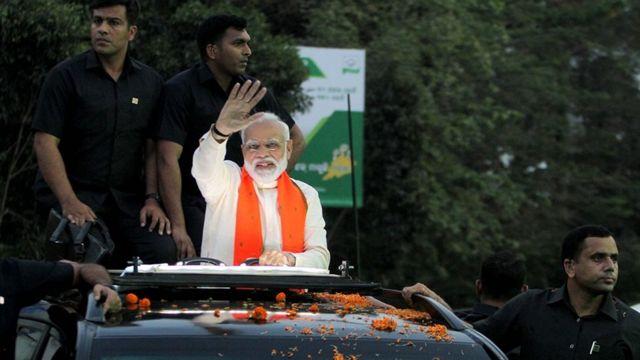 'பிரதமர் ஹெலிகாப்டரில் சோதனை: தேர்தல் பார்வையாளர் இடைநீக்கம்'