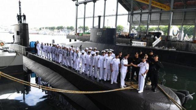 Foto file. Awak kapal KRI Nanggala 402. Foto diambil di di Dermaga Kapal Selam Komando Armada II, Surabaya, Jawa Timur, Rabu (20/2/2019).