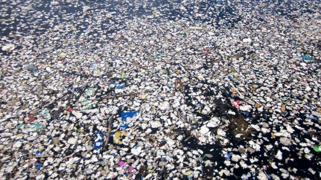 Lixo no mar do Caribe