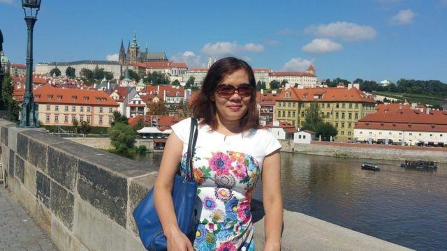 Nhà báo Mạc Việt Hồng là chủ biên tờ báo điện tử Đàn Chim Việt ở Warsaw, Ba Lan.