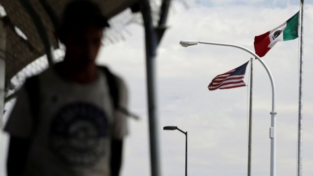 美國與墨西哥接壤。