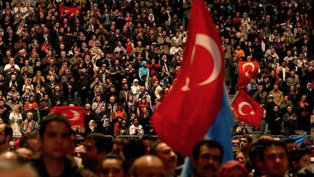 Erdoğan'ın 2008'de Köln'de 20 bine yakın Türk vatandaşının katımıyla yaptığı toplantı, ilişkilerde ilk önemli gerginlik kaynağı oldu.