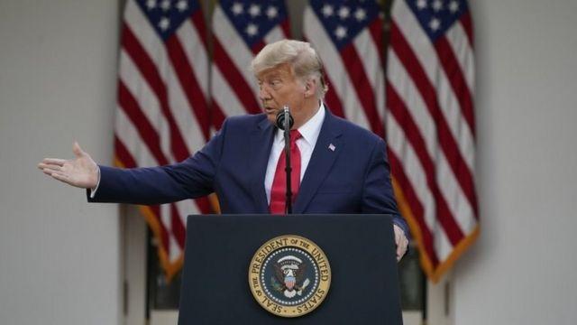 Donald Trump fará um discurso com bandeiras americanas ao fundo