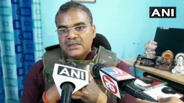 अलीगढ़ के ज़िलाधिकारी चंद्रभूषण सिंह ने प्रदर्शनकारियों से वसूली की बात कही है.