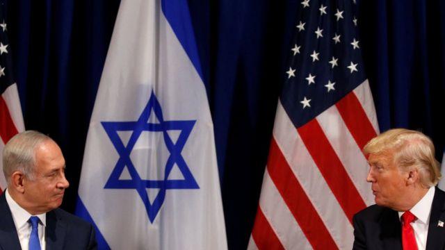 الرئيس الأمريكي دونالد ترامب مع رئيس الوزراء الإسرائيلي بنيامين نتنياهو في مدينة نيويورك (سبتمبر/أيلول، 2017).