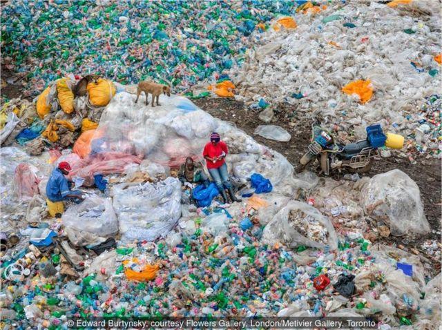 2016年,肯尼亞內羅畢,Dandora 垃圾填埋場#3,塑料回收:世界最大的垃圾填埋場。