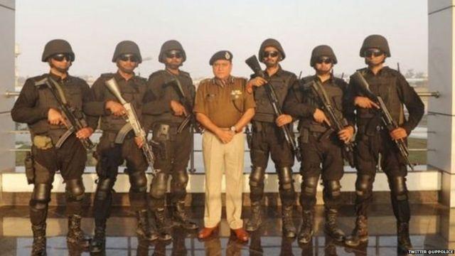 उत्तर प्रदेशचे पोलीस महानिर्देशक ओपी सिंह लखनऊच्या एटीएस मुख्यालयात.