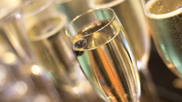 Taças com champagne