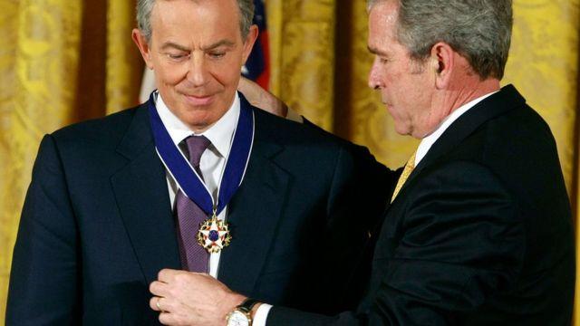 جورج بوش، رئیس جمهور وقت آمریکا در زمان حمله به عراق از حمایت کامل تونی بلر برخوردار بود
