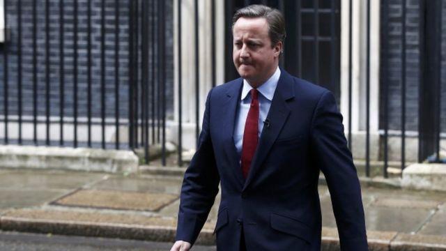 首相官邸前で13日退任を発表したキャメロン首相(11日)