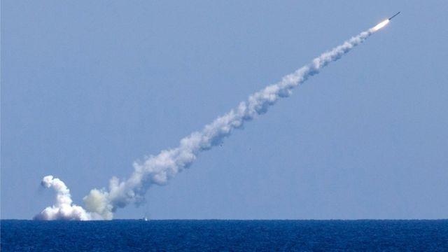 Запуск ракеты с российской подводной лодки по территории Сирии