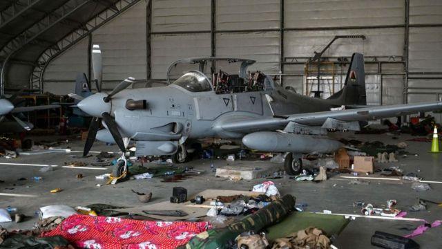 Pesawat A-29 dengan berbagai perlengkapan yang ditinggalkan AS.