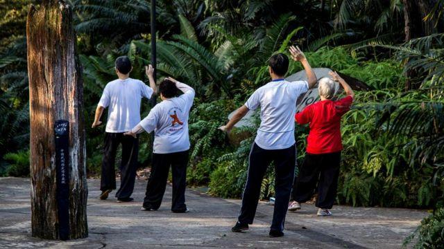 Силер фитнес-клубдарга көп кишилер барарын же парктарда дене көнүгүүлөрдү жасап жүргөндөр абдан көп экенин байкайсыңар