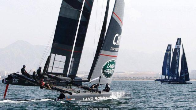 El equipo de Ben Ainslie en acción en la costa de Omán