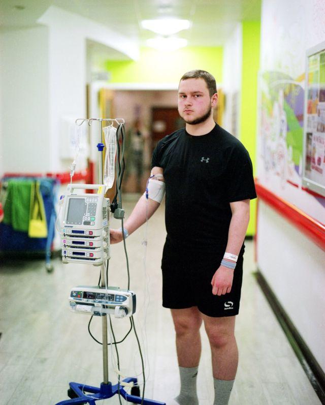 Joe fazendo quimioterapia no London's Royal Marsden Hospital