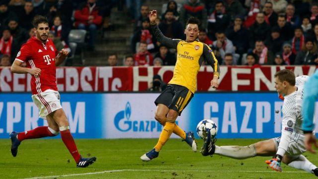 Bayern Münih kalecisi Neuer, Özil'in şutunu böyle çıkarmıştı
