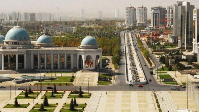 Улица в Туркменистане