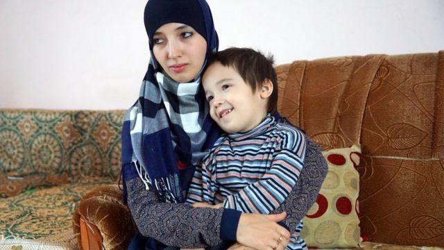 Fatma İsmayılova və oğlu